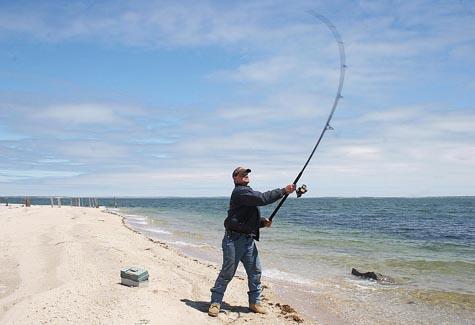 pesca en muelles y oleaje